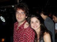 Humberto Carrão e a namorada, Chandelly Braz, curtem show do Araketu. Fotos!