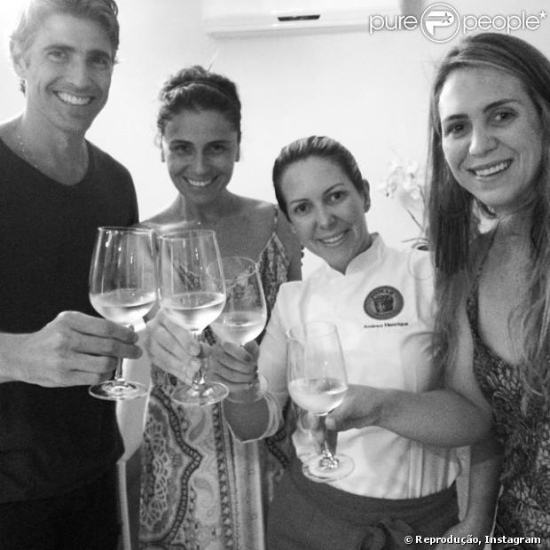 Giovanna Antonelli e Reynaldo Gianecchini desgutam vinho para a inauguração do restaurante Pomar Orgânico, em 10 de janeiro de 2013