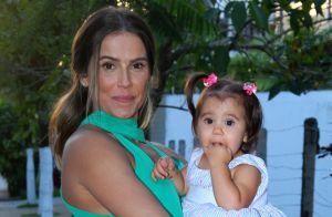 Deborah Secco se derrete no aniversário da filha, Maria Flor: 'Um ano de amor'