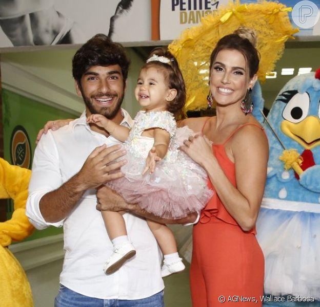 Deborah Secco e Hugo Moura recebem amigos na festa de 1 ano da filha, Maria Flor, em casa de festas no Rio de Janeiro, em 4 de dezembro de 2016