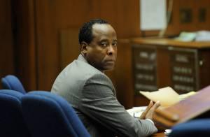Médico Conrad Murray é culpado pela morte de Michael Jackson, decide Tribunal