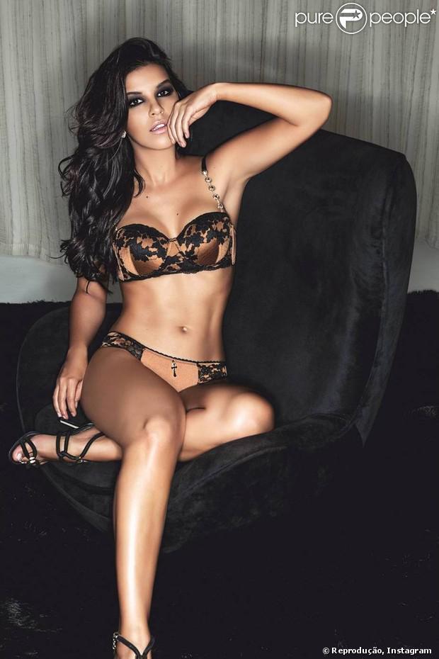 Mariana Rios posa sensual para campanha da grife de lingerie 2rios