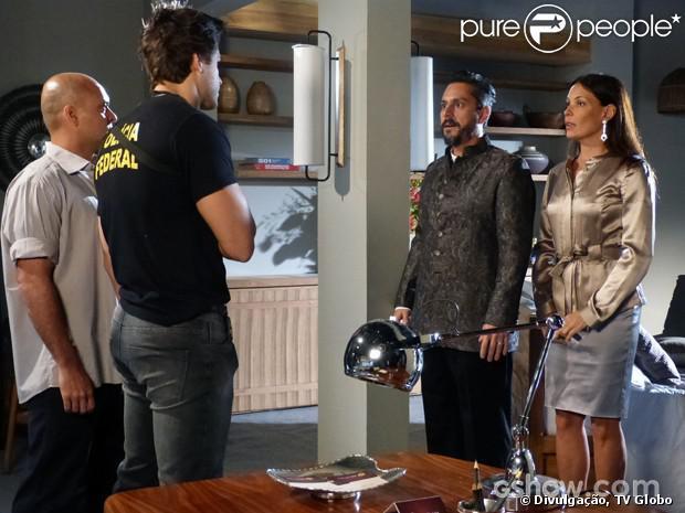 Hermes (Alexandre Nero) e Tereza (Carolina Ferraz) são presos no Rio de Janeiro, em 27 de janeiro de 2014, em 'Além do Horizonte'