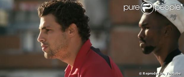 Cauã Reymond interpreta o chefe do tráfico de drogas do Complexo do Alemão, no filme 'Alemão'