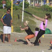 Samara Felippo e Camila Rodrigues praticam CrossCore na praia da Barra, no Rio