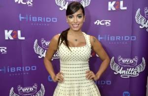 Anitta usa vestido de marca francesa avaliado em R$ 30 mil para divulgar seu DVD