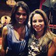Bruna Marquezine posa para fotos com fã