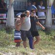 Gabriel Braga Nunes é visto gravando cenas de 'Em Família' com  Ronny Kriwat e Nelson Baskerville