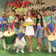 Ana Furtado posa com simpatia para fotos no barracão da Grande Rio