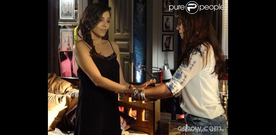 Clara (Giovanna Antonelli) e Marina (Tainá Müller) estão cada dia mais juntas. Nos próximos capítulos de 'Em Família', como informou a coluna 'Telinha', do jornal 'Extra', fotógrafa e dona de casa vão viajar para Angra e dormir juntas após um jantar regado a vinho