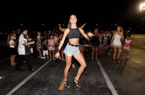 Thaila Ayala faz aulas de samba para sua estreia no Carnaval 2014