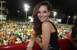 Tainá Müller, a Marina de 'Em Família', curte Carnaval em Salvador: 'Amo isso!'