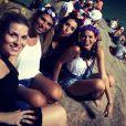 Bruna Marquezine curte bloco 'Vem Ni Mim Que Eu Tô Facinha' com as amigas Ju, Aline e Tabata na pedra do Arpoardor, Zona Sul do Rio de Janeiro, nesta sexta-feira, 28 de fevereiro de 2014