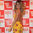 Grazi Massafera mostra boa forma em vestido customizado pelo stylist Walério Araújo