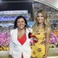 Musa do camarote Devassa, na Marquês de Sapucaí, no Rio, Grazi Massafera posou para um foto ao lado da apresentadora Regina Casé