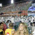 Musa do camarote Devassa, na Marquês de Sapucaí, no Rio, Grazi Massafera brilhou na noite de domingo, 2 de março de 2014. A atriz chegou acompanhada por seu pai, Gilmar, e curtiu os desfiles do primeiro dia do grupo Especial