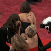 Jennifer Lawrence cai novamente no Oscar, um ano após levar tombo na premiação