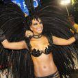 Mariana Rios usa fantasia decotada e esbanja sensualidade no Carnaval do Rio de Janeiro