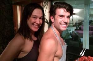 Claudia Raia faz churrasco com o namorado após desfilar no Carnaval