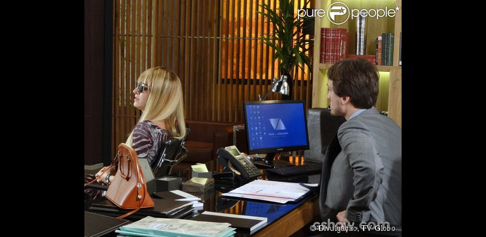 Priscila (Laila Zaid) volta de viagem e prepara uma surpresa para Marcelo ( Igor Angelkorte) em 'Além do Horizonte', em 11 de março de 2014