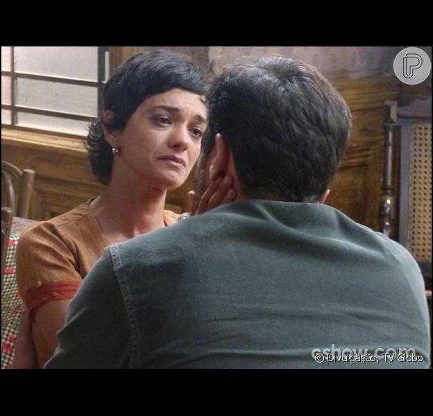 Gaia (Ana Cecília Costa) avisa a Toni (Thiago Lacerda) que vai deixá-lo para que possa voltar para Hilda (Luiza Valdetaro), em 'Joia Rara', em 15 de março de 2014