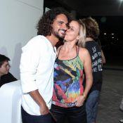 Giulia Gam tem noite romântica com namorado em restaurante no Rio