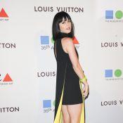 Katy Perry exibe pernas torneadas em evento de gala em Los Angeles