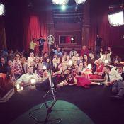 Final de 'Joia Rara': elenco se reúne para despedidas no último show do cabaré