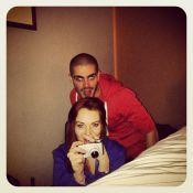 Lindsay Lohan comete gafe ao postar foto com o namorado, Max, do 'The Wanted'