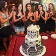 Laryssa Dias faz 30 anos e comemora entre amigas