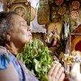 Mãe Benta (Teuda Bara) esconde Serelepe (Tomás Sampaio) em sua casa e desperta a fúria de Epa (Osmar Prado) em 'Meu Pedacinho de Chão'
