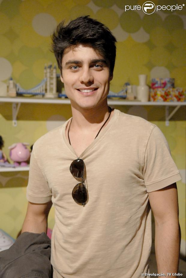Guilherme Leicam comemora o seu primeiro protagonista na TV, em 'Malhação'. O ator conversou com o ' Purepeople ' em 24 de janeiro de 2013