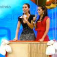 Durante o quadro, Sabrina Sato e Anitta assitem ao vídeo dentro de um balão