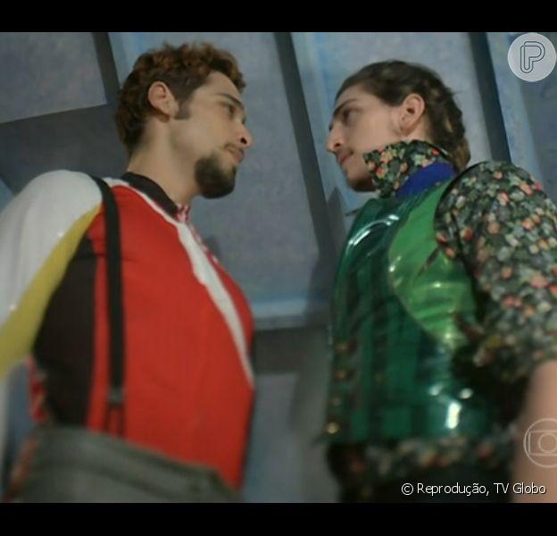 Renato (Bruno Fagundes) conta para Ferdinando (Johnny Massaro) que está namorando Juliana (Bruna Linzmeyer), em 'Meu Pedacinho de Chão', em 8 de maio de 2014
