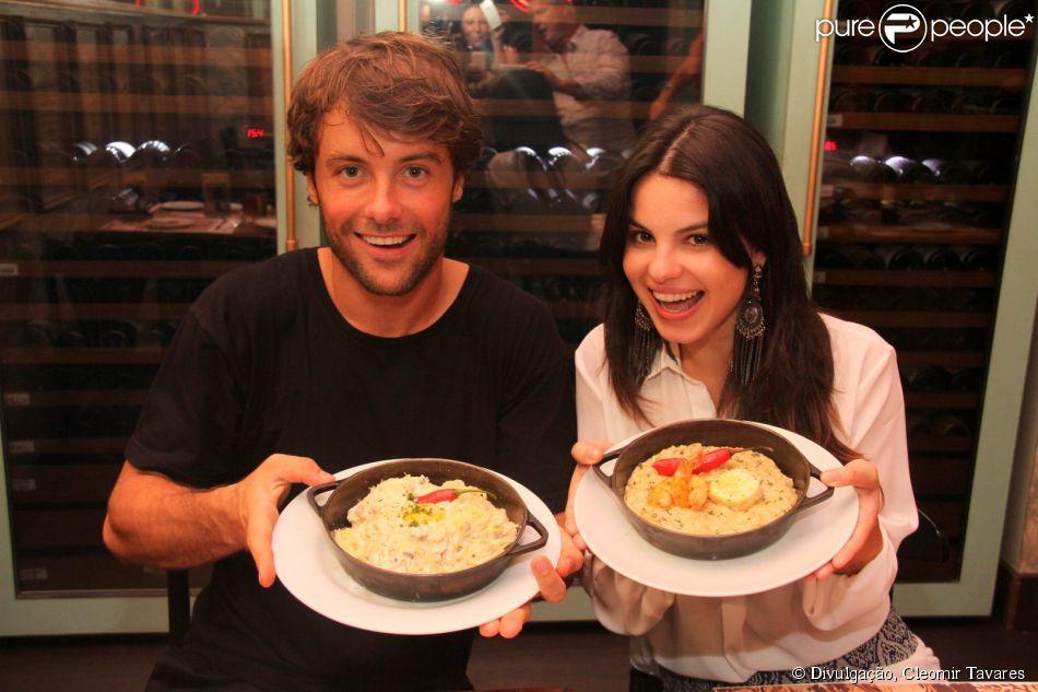 Sthefany Brito e Kayky Brito foram para a cozinha do restaurante Paris 6, na Barra da Tijuca, Zona Oeste do Rio de Janeiro, na noite de quarta-feira, 7 de maio de 2014