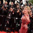 Jane Fonda veste Elie Saab no tapete vermelho da cerimônia de abertura do Festival de Cannes 2014