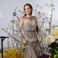 Angelina Jolie escolheu o Elie Saab na cor cinza para o Oscar 2014