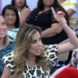 Marcos Veras foi quem pediu para Ana Furtado comentar sobre o relacionamento dela com Boninho no trabalho e a apresentadora se assustou: 'Você está perguntando pra mim mesmo?', questionou, sem jeito