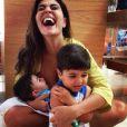 Juliana Paes contou, em entrevista ao colunista Leo Dias, do jornal 'O Dia', que apesar de querer perder 3 quilos, prefere ficar com os filhos a ir malhar: 'Já tenho tão pouco tempo para ficar com meus filhos que isso acaba me parecendo fútil, entende?'