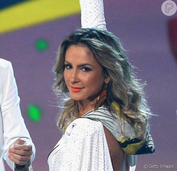 Claudia Leitte se apresenta no Billboard Music Awards ao lado de Jennifer Lopez e do rapper Pitbull neste domingo, 18 de maio de 2014