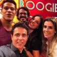 Isis Valverde posa sorridente com o elenco de 'Boogie Oogie' e exibe novo visual no Instagram