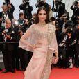 Sonam Kapoor veste Anamika Khanna no Festival de Cannes 2014