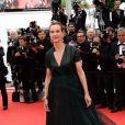 Carole Bouquet veste Prada no Festival de Cannes 2014