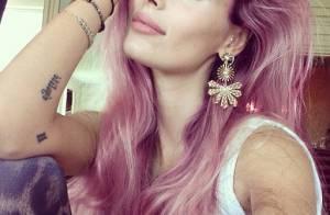 Yasmin Brunet exibe os cabelos em tom de rosa em foto: 'Vou tomar coragem'