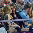 Nicole Kidman não desgruda do marido, Keith Urban, em premiação da música country