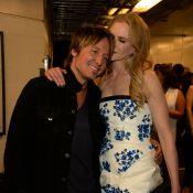 Nicole Kidman não desgruda do marido,Keith Urban, em premiação de música country