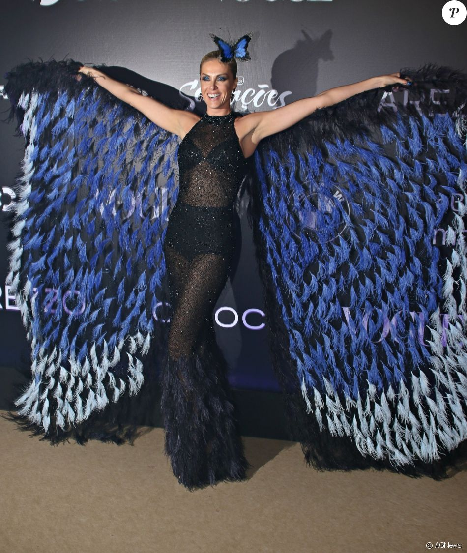 Ana Hickmann usa look com asas para virar  borboleta  em baile ... c6ea0a02cfe