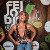 Juliana Paes esquece dieta na feijoada da Grande Rio: 'Farofa e caipirinha'