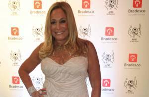 Susana Vieira fala sobre novo namorado em leilão beneficente: 'É muito bonito'