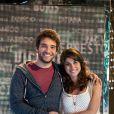 Davi (Humberto Carrão) e Manuela (Chandelly Braz) precisam da participação dos telespectadores para ganharesm o reality show de 'Geração Brasil'